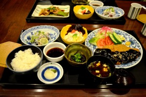 写真4-6_味噌カツ定食