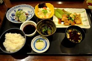 写真4-7_豚肉ニンニク焼き定食